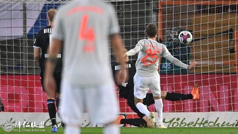 德甲第4轮 比勒费尔德1:4拜仁 穆勒莱万双双2球1助攻1