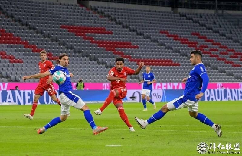 德甲新赛季揭幕战拜仁8:0横扫沙尔克 萨纳布里揽四球3