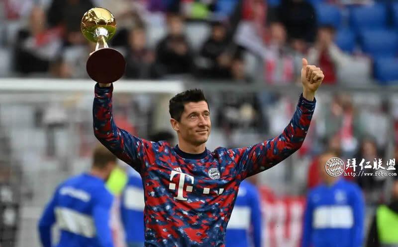 莱万被授予2021德国足球先生