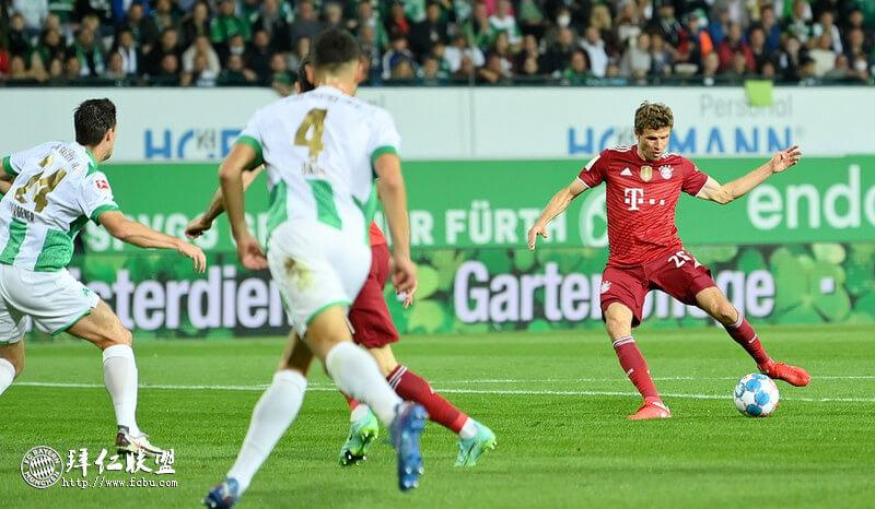 德甲第6轮 菲尔特1:3拜仁以少打多 穆勒基米希进球 帕瓦尔红牌
