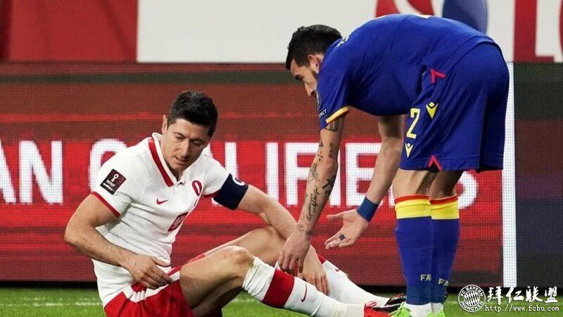 莱万右膝韧带受伤将缺阵长达一个月1